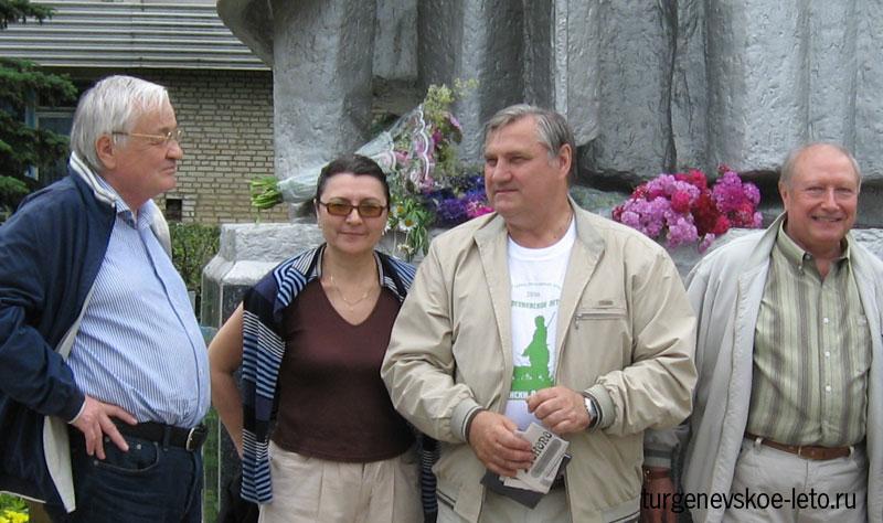 Виктор Данилович Волков с товарищами