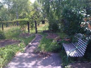 отдых в деревне | полисад и лавочка отдых в деревне, Бежин Луг, река Снежедь